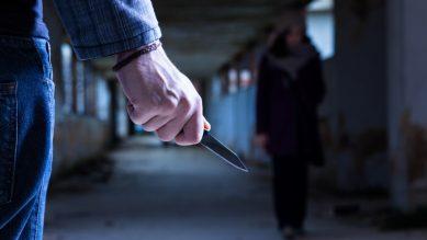 Bị khống chế bằng dao – 36 kế chuồn là thượng sách nhưng chuồn thế nào ?
