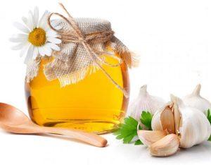 mẹo trị ho cho bé đơn giản mà hiệu quả bằng tỏi và mật ong