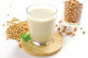 phụ nữ xưa uống sữa đậu nành để tăng vòng 1