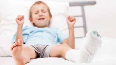 Trẻ bị gãy xương – Hướng dẫn điều trị và chăm sóc trẻ đúng cách