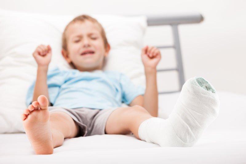 Trẻ bị gãy xương