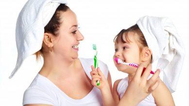 Cách chăm sóc trẻ mọc răng đúng cách trong từng giai đoạn