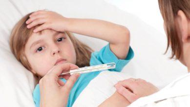 Chăm sóc trẻ bị sốt đúng cách – Đừng thấy bệnh nhẹ mà chủ quan